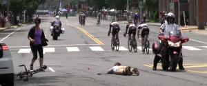 Accident de course de vélo à cause d'une mauvaise sécurité