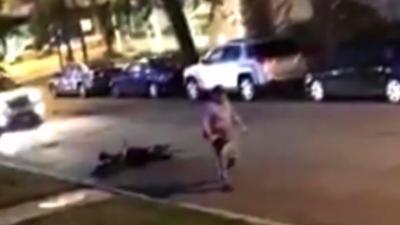 Il casse la lunette arrière d'une voiture, l'automobiliste se venge avec un coup de djembé en pleine tête