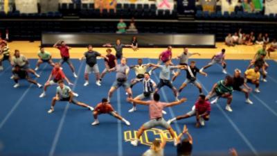 Quand des hommes se lancent dans une chorégraphie de cheerleading