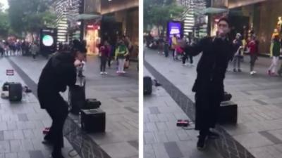 Un beatboxeur qui fait un énorme show dans la rue