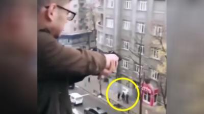 Un ado tire avec une arme à feu depuis sa fenêtre juste pour faire rire ses potes