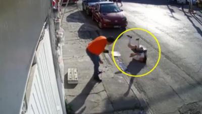 Un câble téléphonique frappe violemment le cou d'une adolescente