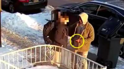 Un adolescent se défend face à un voleur avec une arme à feu