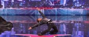 La danse du robot version Matrix par Kenichi Ebina