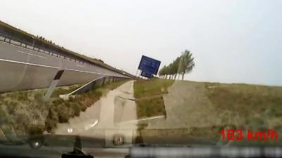 Un automobiliste s'endort au volant alors qu'il roule à 160 km/h