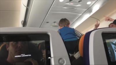 Des passagers d'un avion se retrouvent bloqués pendant 8 h à côté d'un enfant incontrôlable