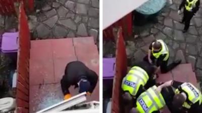 Un homme filme un cambrioleur en train de forcer sa porte avec un pied-de-biche