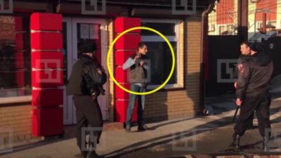 La magnifique arrestation d'un homme armé d'un couteau par la police
