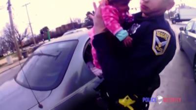Un policier sauve la vie d'un nourrisson qui ne respirait plus
