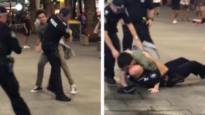 Un homme met un policier à terre pendant une bagarre