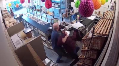 Le gérant d'une boulangerie arrive à maîtriser un braqueur
