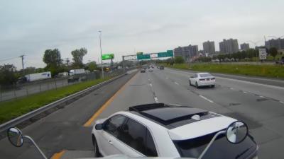 Une voiture se fait défoncer par un camion après une queue de poisson