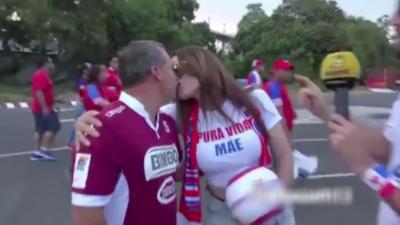 Embrasser une inconnue juste avant un match de foot
