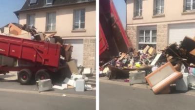 Un propriétaire décharge une benne de déchets chez ses anciens locataires