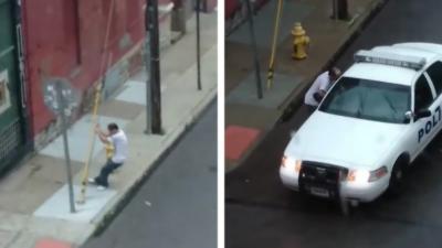 Un homme sous drogue monte naturellement dans une voiture de police