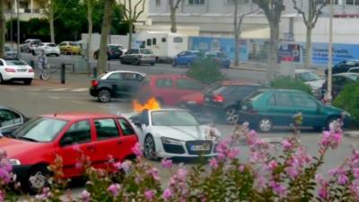 Une Audi R8 Spyder prend feu lors d'un mariage à Lyon