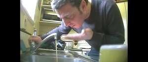 L'eau du robinet remplacée par de la bière pour une camera cachée