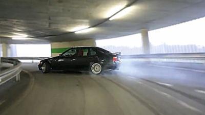 Monter un parking en BMW tout en drift