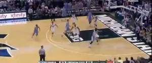 Des supporters de basket piègent l'équipe adverse avec un faux décompte