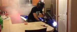 Faire un burn en GSXR dans une cuisine
