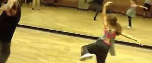 Une fillette de 10 ans fait une superbe prestation de danse