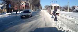 Ne jamais traverser la route sans regarder en Russie