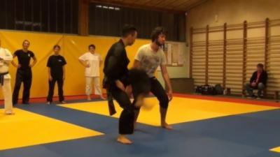 Pencak-Silat : Démonstration impressionnante d'un sport de combat ultra-rapide