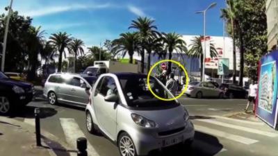 Un automobiliste très énervé sort un pistolet devant la police à Cannes