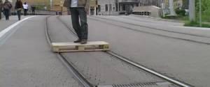 Se déplacer en palette sur les rails du tramway