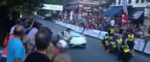 Une femme se fait renverser par une Lamborghini pendant le Gastown Grand Prix