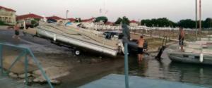 Fail : Comment NE PAS sortir un bateau de l'eau