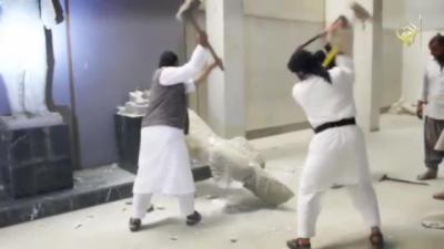 Des djihadistes saccagent des statues dans un musée