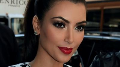 Instagram: Kim Kardashian en string pour fêter ses 27 millions d'abonnés