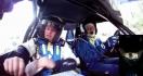 Un co-pilote qui n'est pas du tout rassuré pendant un rallye