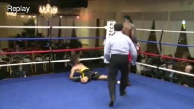 Un boxeur se prend un K.O monumental