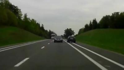 Il évite un face à face en voiture grâce à un réflexe qui lui sauve la vie