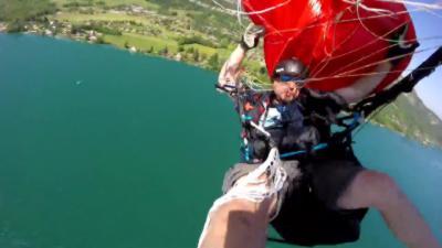 Grosse frayeur pour un parachutiste en plein vol