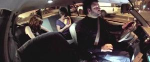 Un chauffeur de Taxi complètement fou pour une caméra cachée