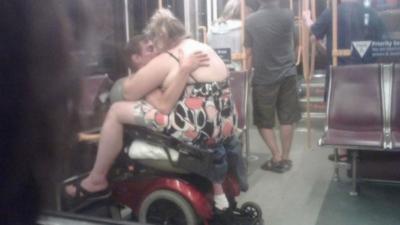 15 couples tellement chauds qu'ils en oublient qu'ils sont en public
