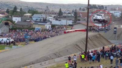 Record du monde de saut en camion battu