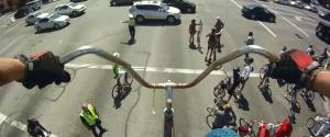 Une balade sur un vélo géant de 4 mètres de haut