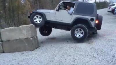 Un idiot détruit son 4x4 tout neuf pour « une photo cool sur Instagram »