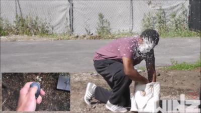 Piéger des voleurs de sacs à main en caméra cachée en pleine rue