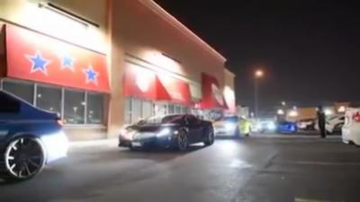 Recalés d'un restaurant, ils se vengent avec leurs voitures de course