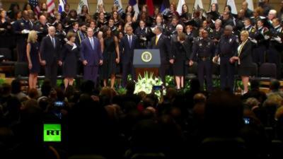 George Bush danse pendant la cérémonie pour rendre hommage aux policiers tués à Dallas