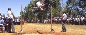 Compétition de fou de saut en hauteur au Kenya