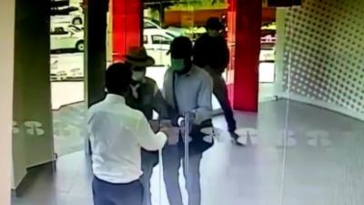 Un employé de banque stop à lui tout seul trois braqueurs