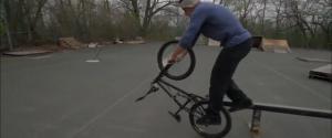 Tim Knoll fait des tricks de fou en BMX