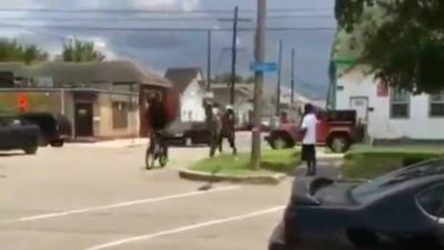 Un homme agresse et vole le vélo d'un homme âgé mais va avoir ce qu'il mérite