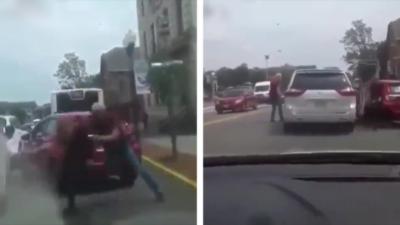 Lors d'un road rage, un homme qui se prend un coup se venge en lançant le chien de l'autre automobiliste